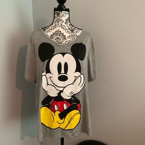 Disney Mickey T shirt. Short sleeves. Gray 2X